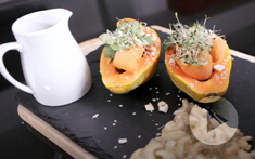 How to prepare a papaya salad with cashew brittle
